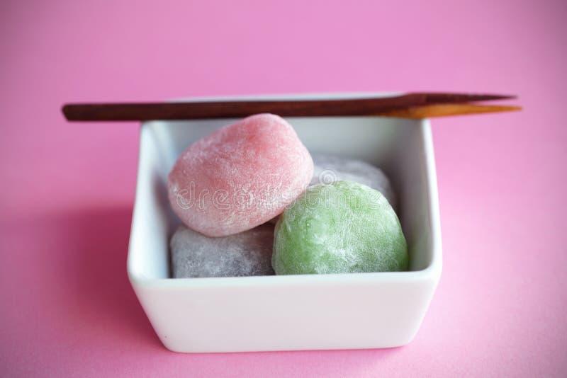 Torte di riso giapponesi variopinte di Mochi, dessert immagine stock