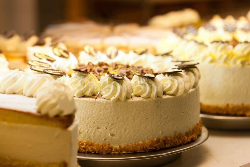 Torte i ett bageri fotografering för bildbyråer