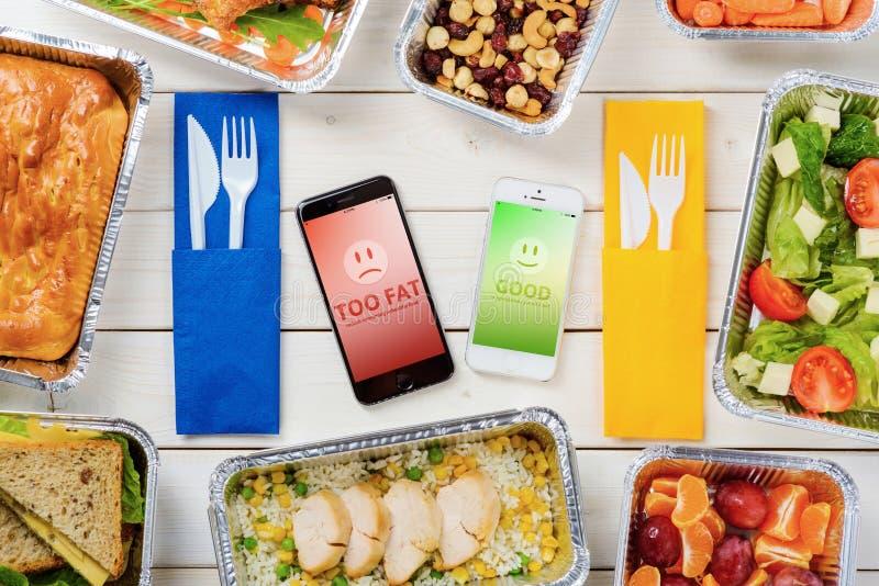 Torte, Salat und Frucht lizenzfreie stockbilder