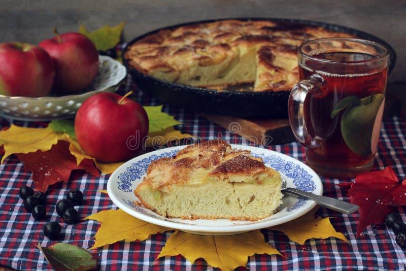 Torte von Äpfeln charlotte Nahrungsmittelnoch Leben stockfotos