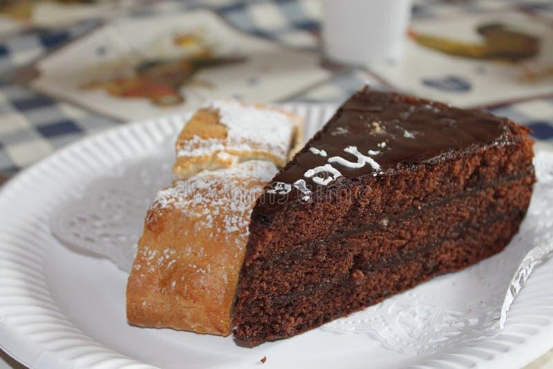Torte y milhojas de Sacher fotos de archivo