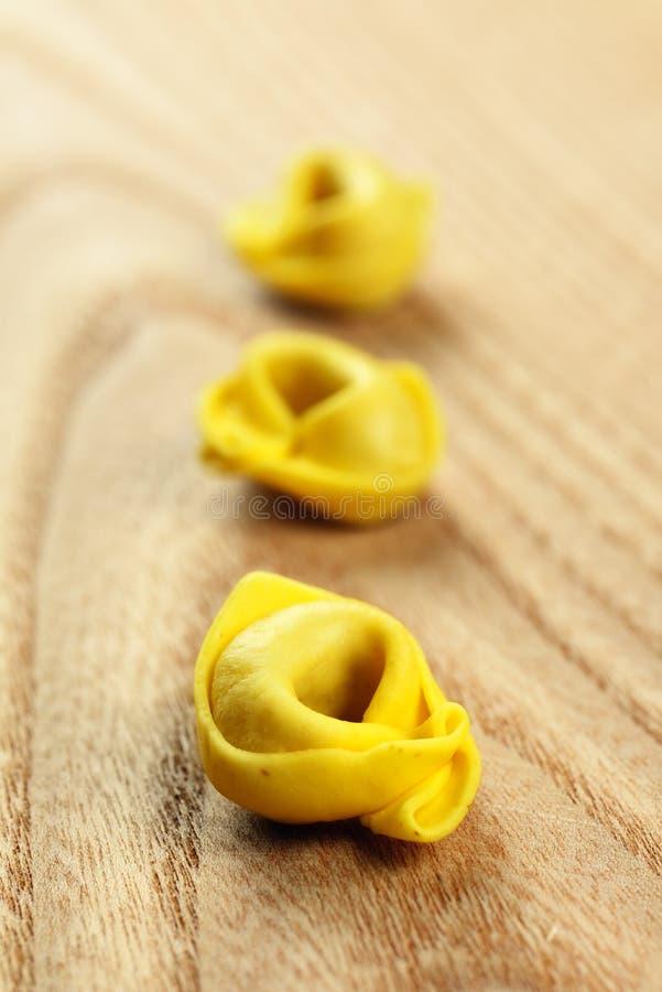 Tortellini, świeży jajeczny makaron zdjęcia royalty free