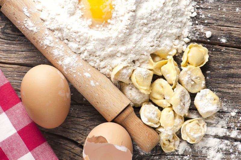 Tortellini casalinghi della pasta fotografie stock