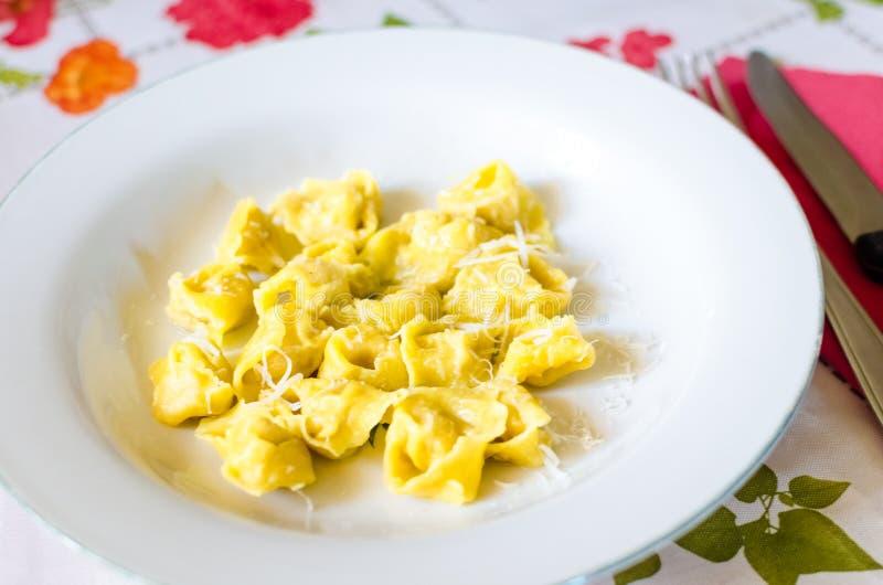 Tortellini caseiro delicioso fotos de stock royalty free