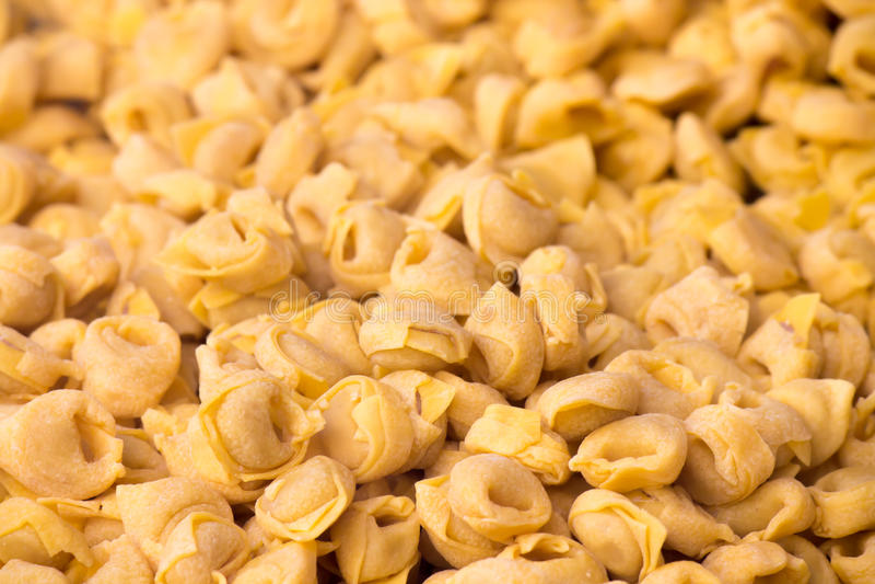 Tortellini italienska pastas arkivbilder