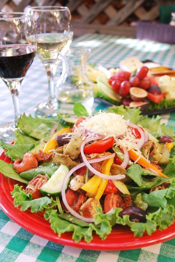 Tortellini-Salat lizenzfreie stockbilder