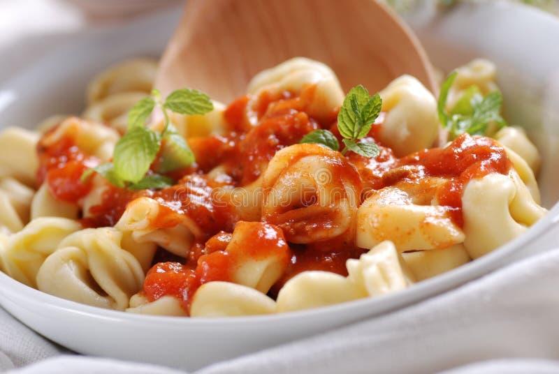 Tortellini z pomidorowym kumberlandem obrazy royalty free