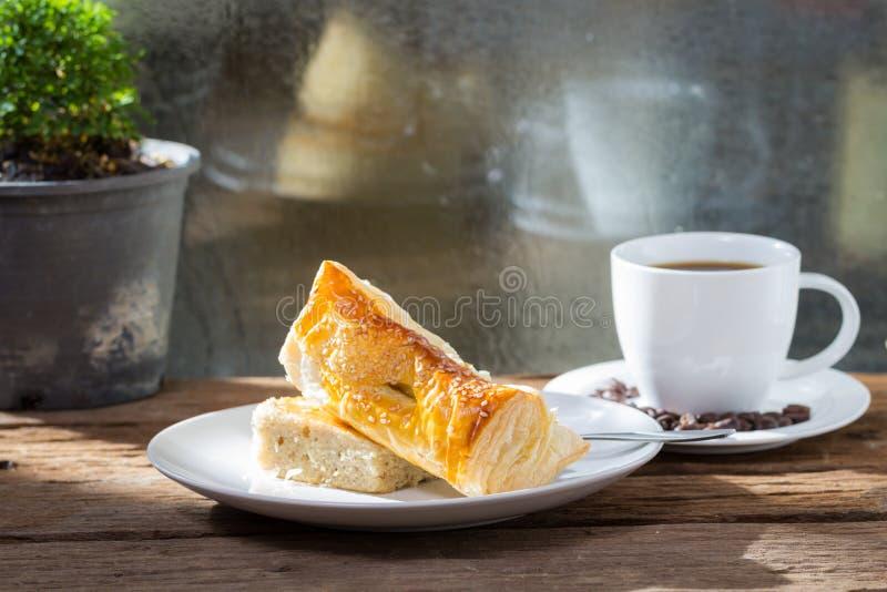 Torten-Bäckerei mit Kaffee lizenzfreie stockbilder