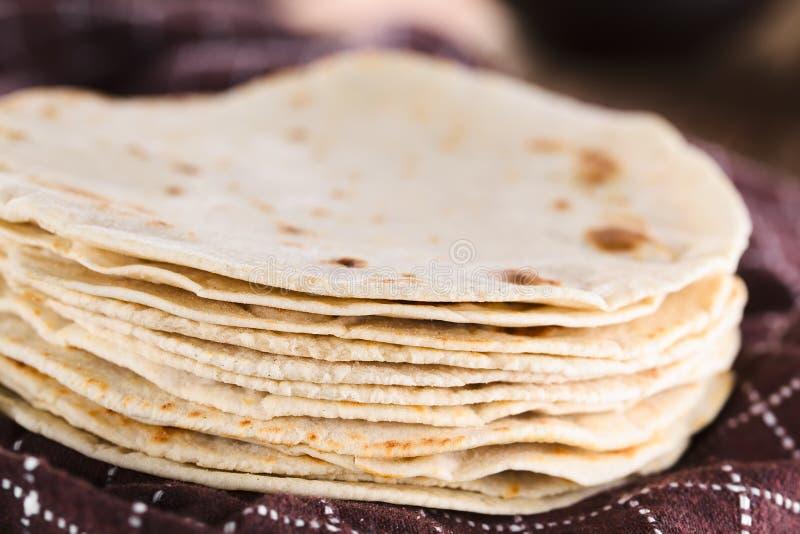 Tortilhas caseiros frescas da farinha imagem de stock royalty free