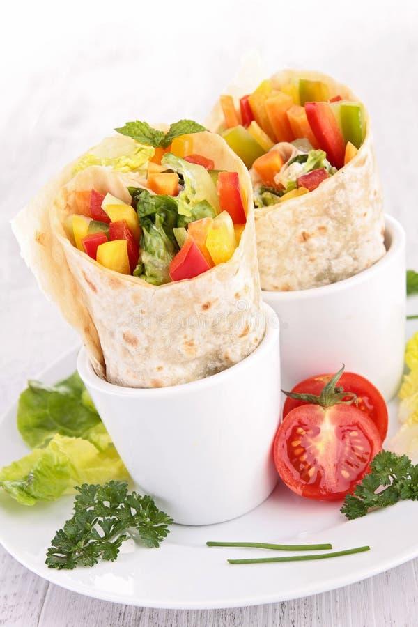Tortilla περικάλυμμα με το λαχανικό στοκ εικόνα