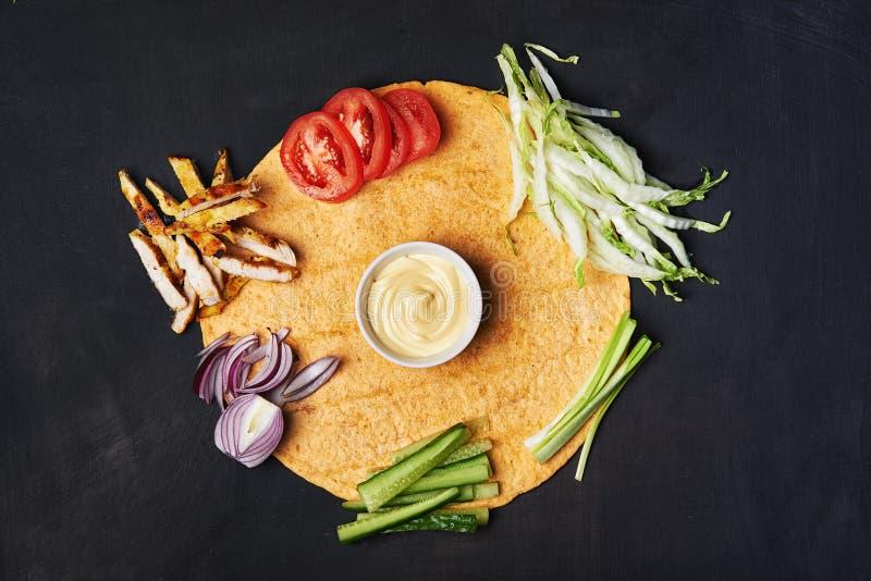Tortilla с ингридиентом стоковое изображение rf