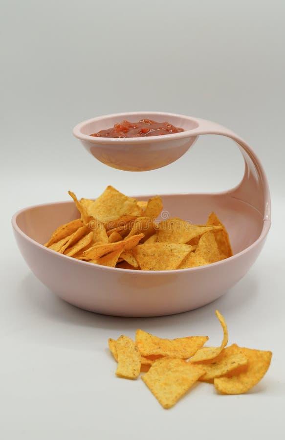 Tortilla Chips com Salsa Sauce imagem de stock