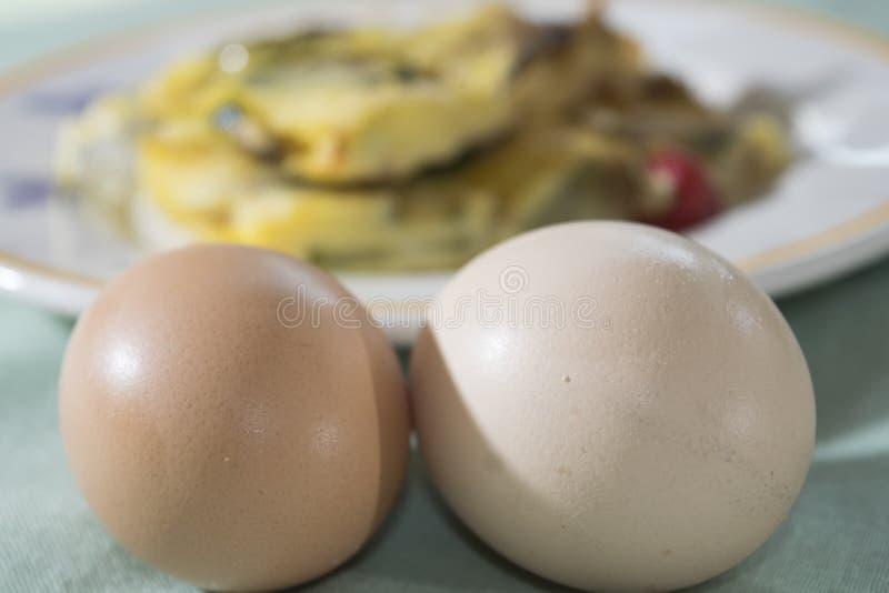 Tortilla con el calabacín de los huevos orgánicos foto de archivo