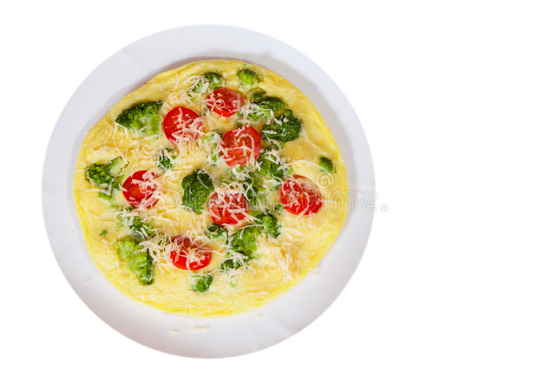 Tortilla con el tomate, el bróculi y el queso Visión superior imagenes de archivo