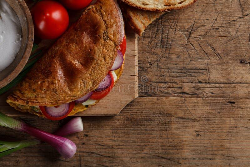 Tortilla con las cebollas fotografía de archivo libre de regalías