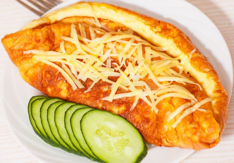 Tortilla con queso imagenes de archivo