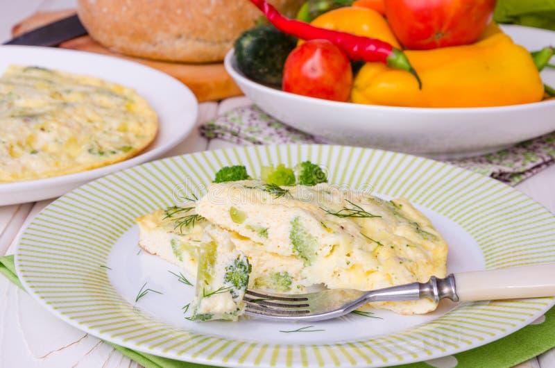 Tortilla con queso y bróculi fotografía de archivo libre de regalías