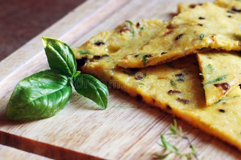 Tortilla italiana de la comida con las hierbas foto de archivo libre de regalías