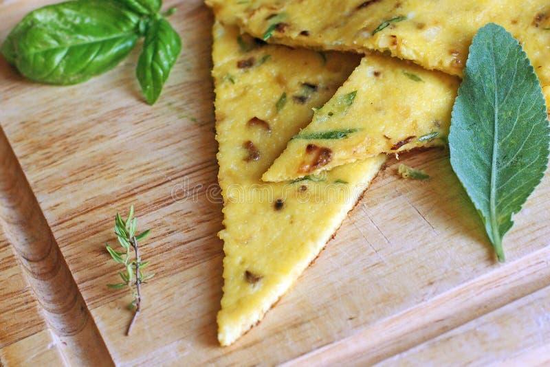 Tortilla italiana de la comida con las hierbas imagen de archivo libre de regalías