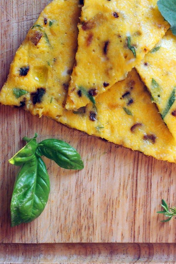 Tortilla italiana de la comida con las hierbas fotos de archivo libres de regalías