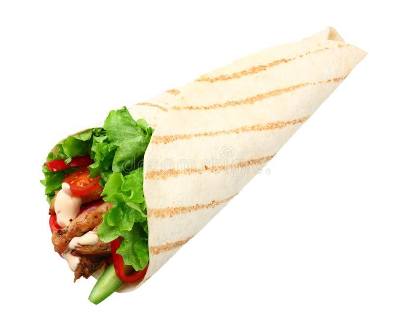 Tortilla opakunek z pieczonego kurczaka mięsem odizolowywającymi na białym tle warzywami i Fast food fotografia royalty free