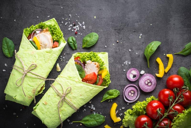 Tortilla verte d'épinards photos libres de droits