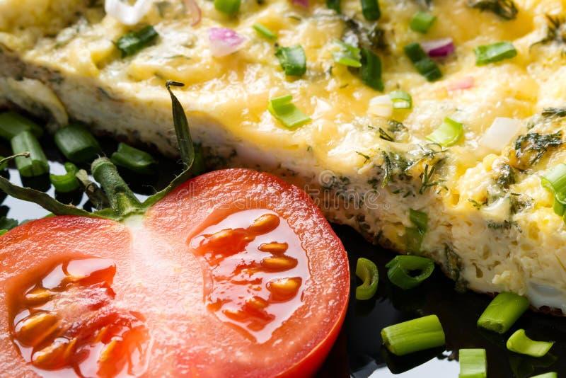 Tortilla y tomate imagenes de archivo