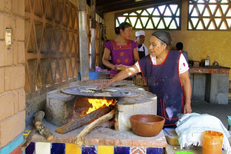 Tortillahersteller lizenzfreies stockbild