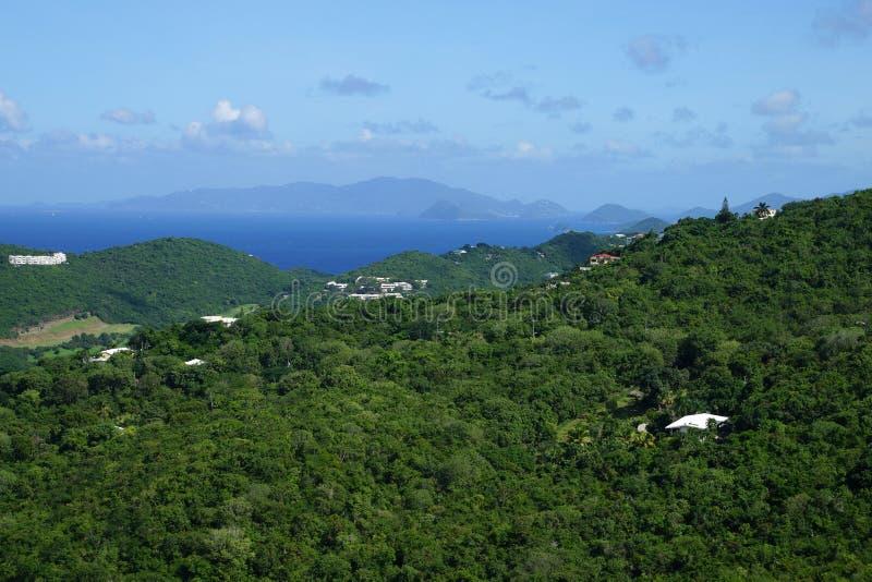Tortola BVI, ricopre di paglia il Cay USVI, il Cay stupido USVI e la st Vista delle isole di John USVI dall'isola di St Thomas fotografia stock libera da diritti