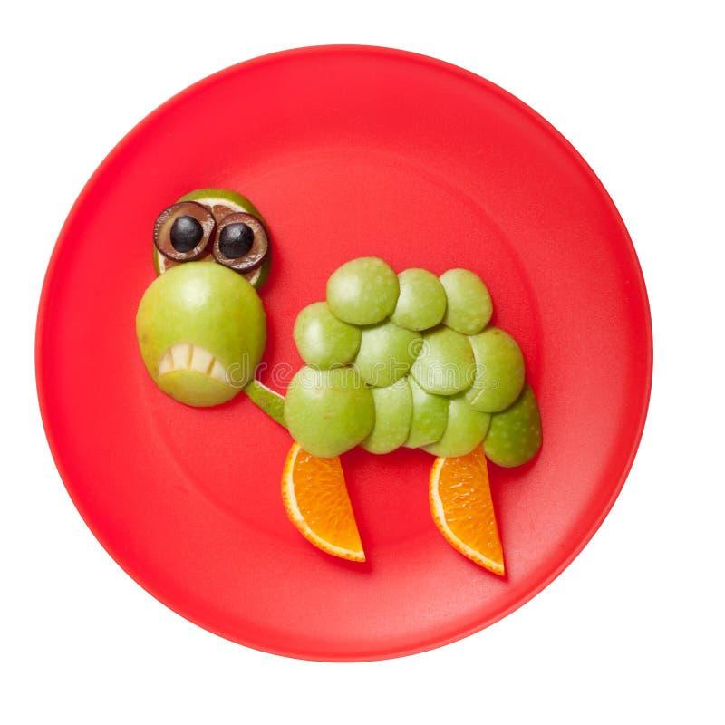 Tortuga triste hecha de frutas frescas imagenes de archivo
