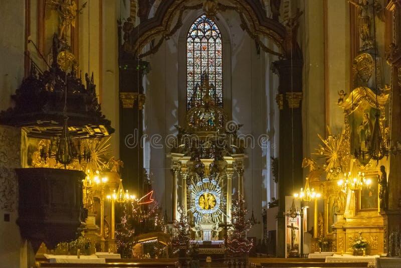 TORUN, POLÔNIA - 08 DE JANEIRO DE 2016: Vista do salão principal da Igreja Católica da Assunção da Virgem Maria em Torun A foto de stock royalty free