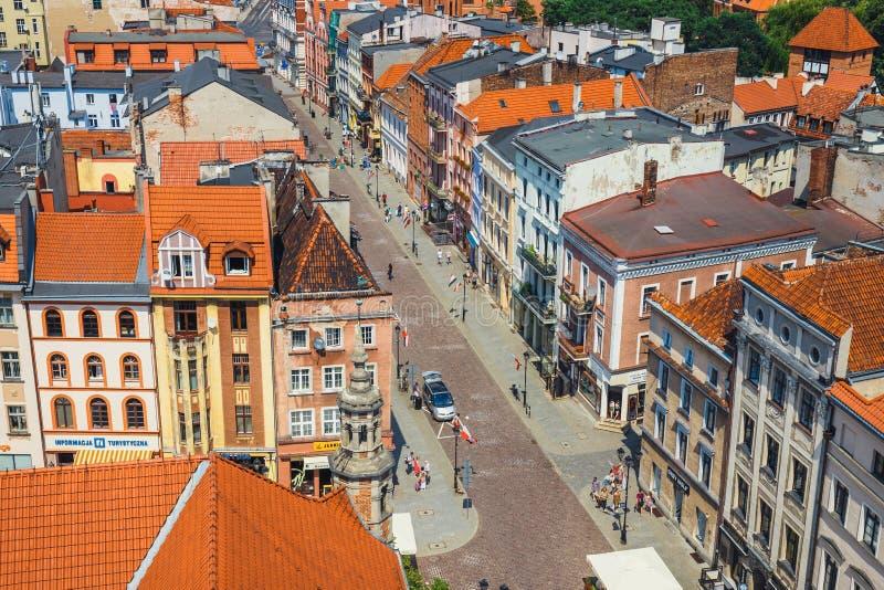 Torun Polen - Juni 01, 2018: Flyg- sikt av historiska byggnader och tak i den polska medeltida staden Torun, Polen Torun är pet royaltyfri foto