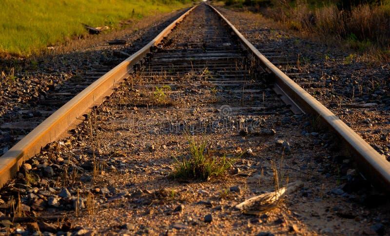 Download Tory szynowi obraz stock. Obraz złożonej z pociąg, poręcze - 35061