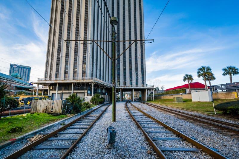 Tory szynowi i budynki w Nowy Orlean, Luizjana zdjęcie royalty free