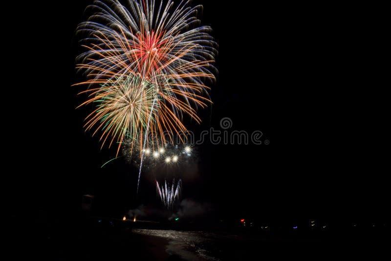 Toscânia, fogos-de-artifício de Marina di Grosseto no cais para a celebração de San Rocco, imagem de stock