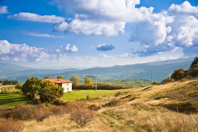 Toscana, colinas durante otoño imagenes de archivo