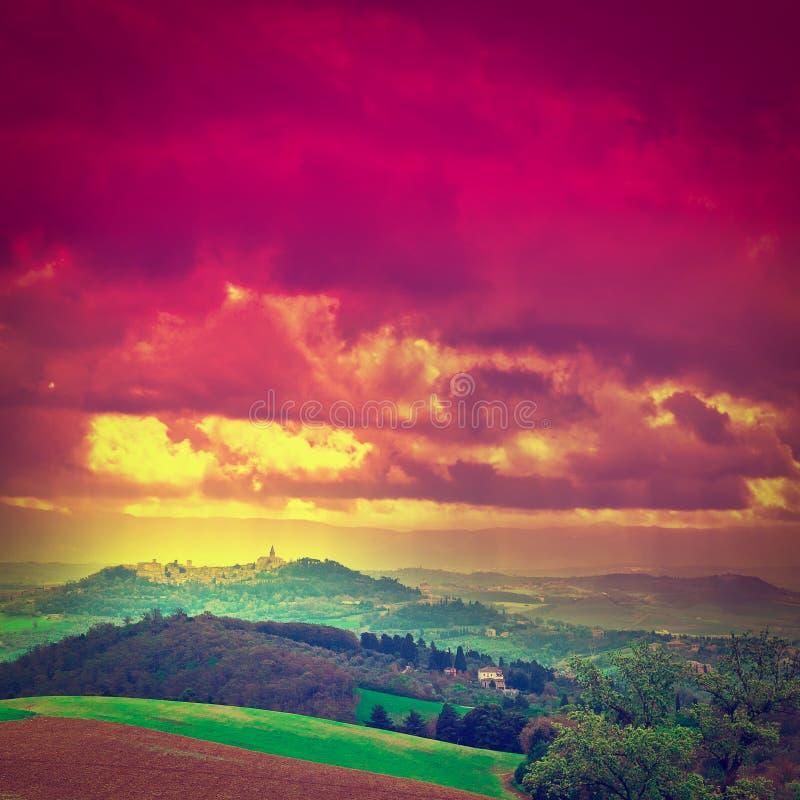 Toscana en la puesta del sol foto de archivo