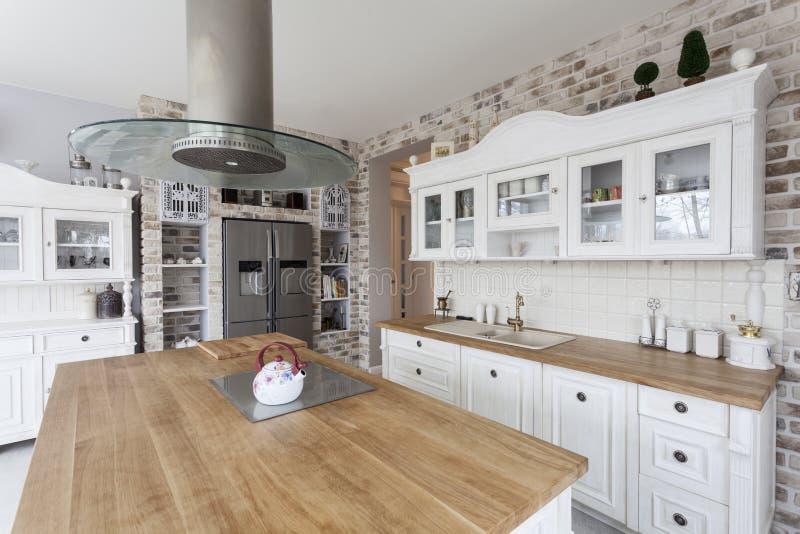 Toscana - estantes de la cocina imagen de archivo