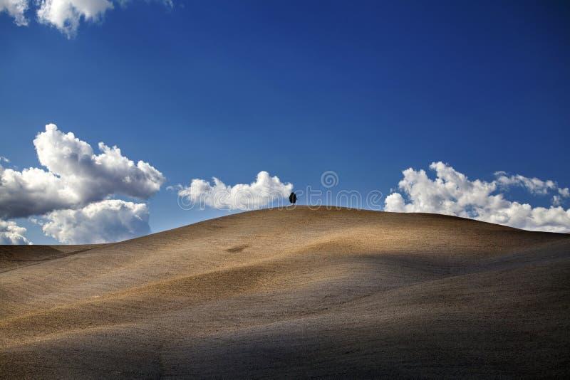 Toscana - panorama, colinas y prado del paisaje foto de archivo libre de regalías