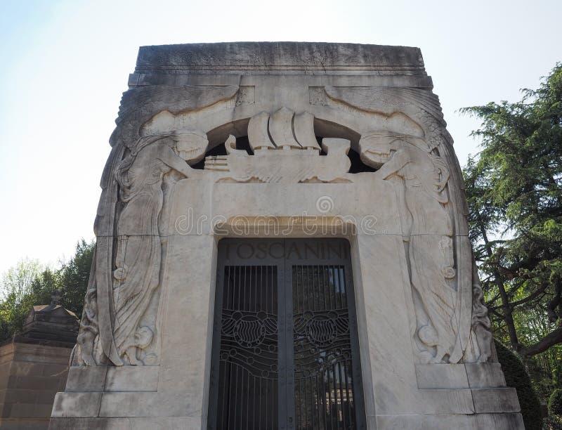 Toscaninigraf in Cimitero Monumentale (Monumentale Begraafplaats) in Milaan royalty-vrije stock foto's