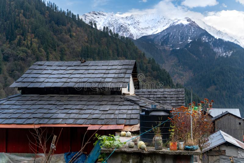 Tosh/India-20 10 2018: Het traditionele himachal huis in Tosh royalty-vrije stock foto's
