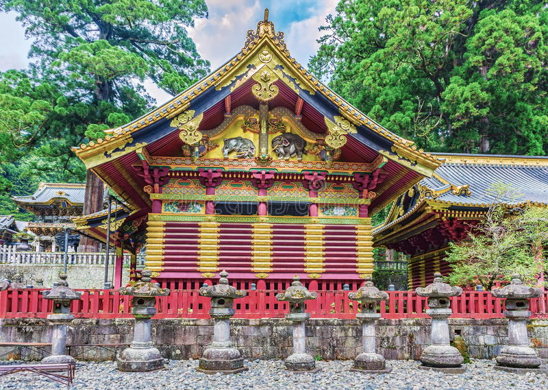 Toshogu relikskrin, Nikko, Japan sikt för liggandepåfågelsommar arkivbild