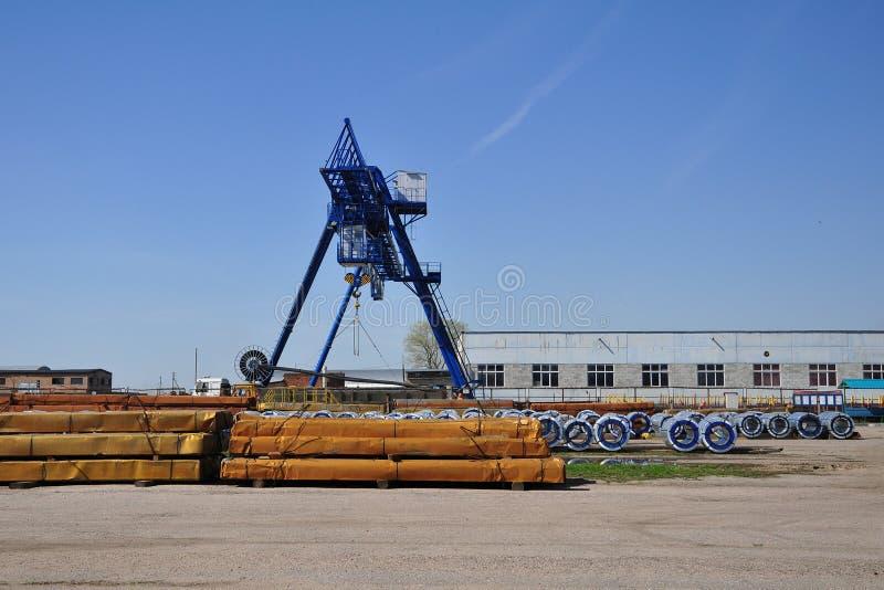 Tosi le gambe crane al parco carbone per l'acciaio fotografia stock libera da diritti