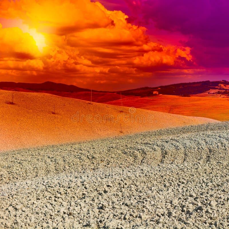 Toskana bei Sonnenuntergang lizenzfreies stockbild