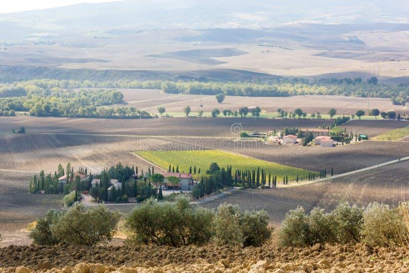 Toskana - das Landhaus im Abstand lizenzfreies stockbild