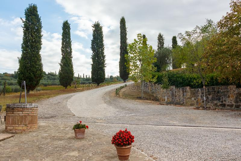 Toskana - die Straße weniger genommen stockfoto