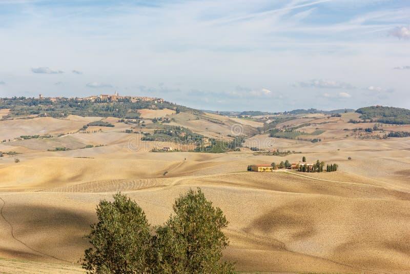 Toskana - eine Ansicht zu einer Landschaft lizenzfreie stockbilder