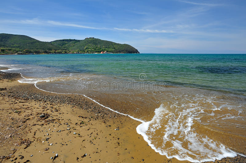 Toskana, Italien, der Strand am Baratti Golf lizenzfreie stockfotografie