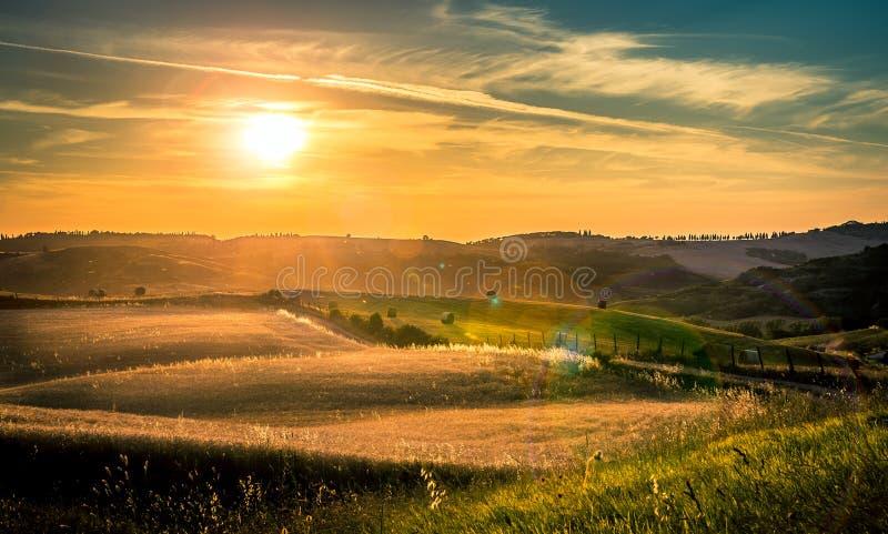 toskanasonnenuntergang stockfoto bild von sunbeam