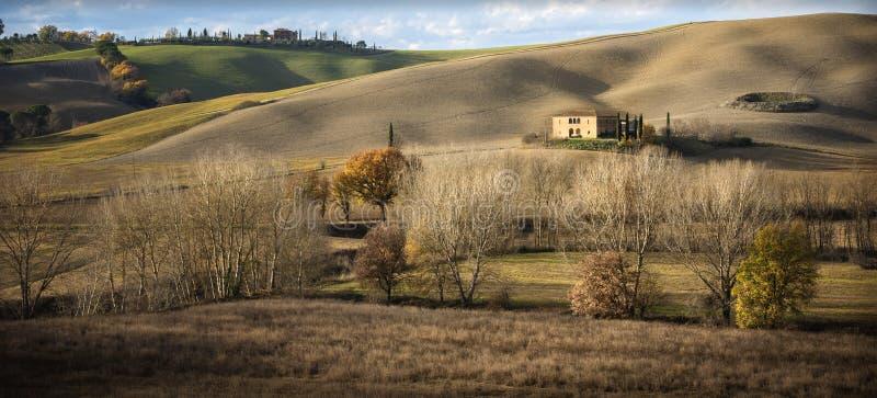 toskana Toskanische Landschaft, Rolling Hills angesichts des Sonnenuntergangs Italien lizenzfreie stockfotos